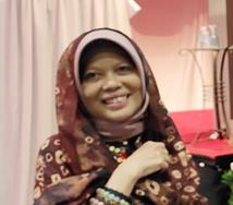 Annalisa Y (Dr. SH., M.Hum)
